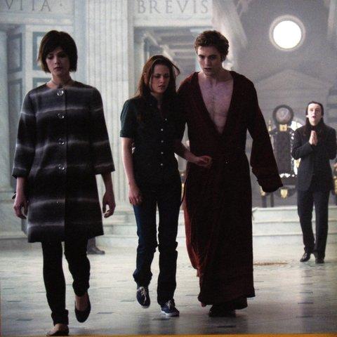 new-moon-twilight-saga-italia-corte-volturi